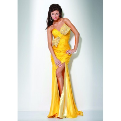 Een beeldschone Ivoor designer jurk. Maat 36