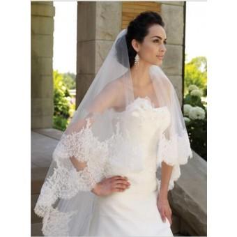 Bruidssluier met bredekanten rand met pailletten 3 m.